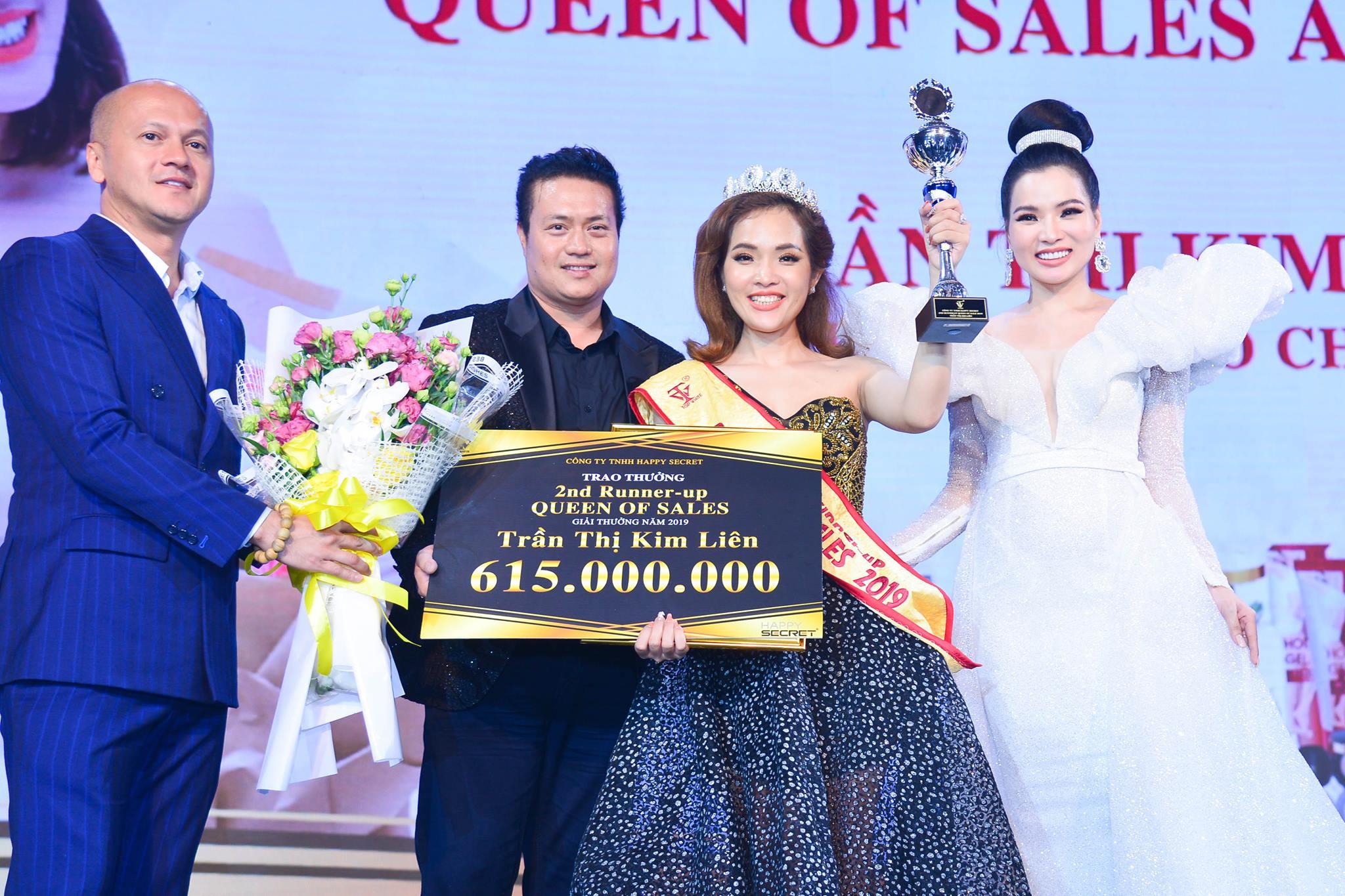 Cô nhận giải Á Hoàng Sales 2 trong sự kiện Top White Best Awards Of The Year 2019