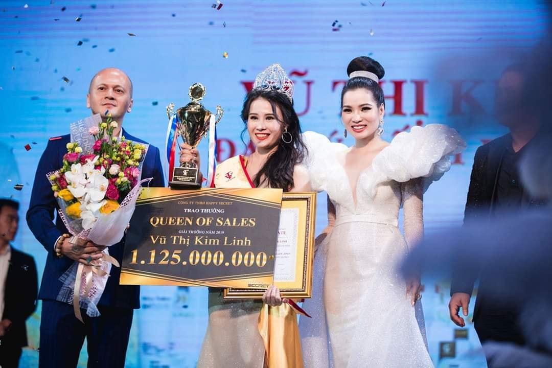Nữ Hoàng Sales nhận giải thưởng khủng trong sự kiện Top White Best Awards Of The Year 2019