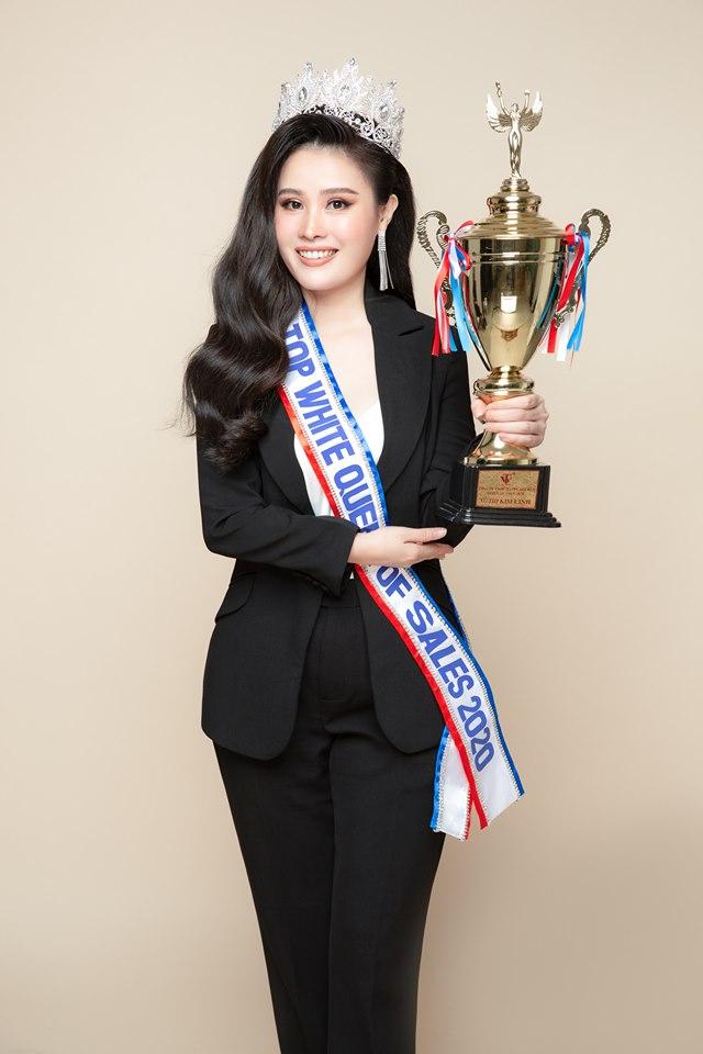 Vũ Thị Kim Linh giữ vững ngôi vị Nữ Hoàng Sales Top White